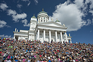 Finland, Helsinki, view to Helsinki Cathedral with crowd of tourists in the foreground - JB000269