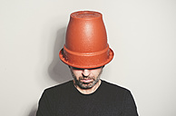 Man with flowerpot on his head - RAEF000746