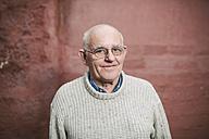 Senior man smiling - RAEF000749