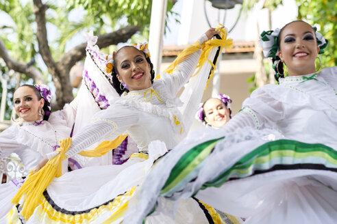 Mexico, Jalisco, Xiutla dancer, folkloristic Mexican dancers - ABAF001956