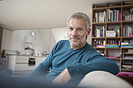 Portrait of relaxed man at home - RBF003688