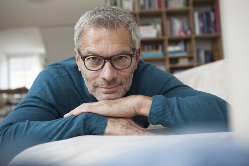 Portrait of mature man at home lying on couch - RBF003703