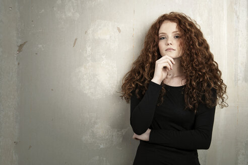 Portrait of redheaded teenage girl - GDF000944