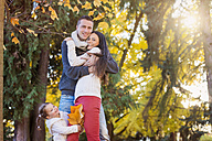 Happy family in autumnal park - HAPF000078