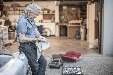 Senior man restoring a car - ZEF007643