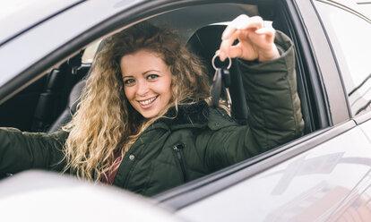 Woman showing the car keys - OIPF000041