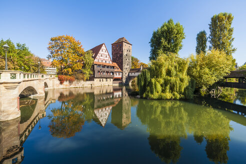 Germany, Bavaria, Nuremberg, Old town, Max bridge, Weinstadel, Water tower and Pegnitz river - WDF003487