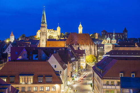 Germany, Bavaria, Nuremberg, Old town by night with Nuremberg Castle - WD003496