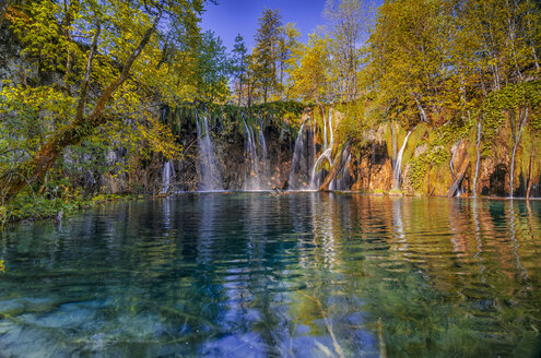 Croatia, Plitvice Lakes National Park, Waterfall and lake - LOMF000158