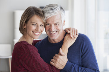 Portrait of smiling couple head to head - RBF003796