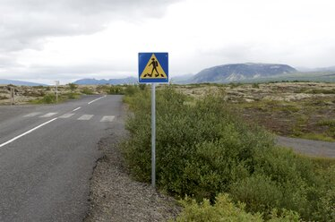 Iceland, Thingvellir National Park, road sign with diver - JEDF000271