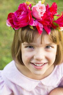 Portrait of smiling little girl wearing flowers - LVF004332