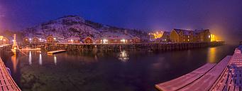 Norway, Lofoten, Nusfjord, Marina by night - LOMF000173