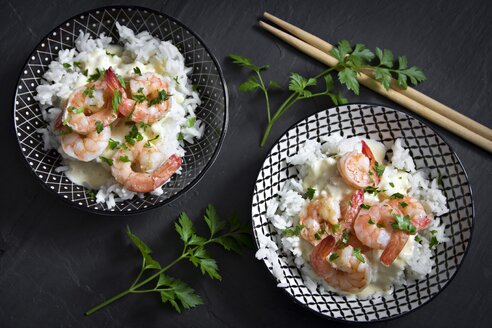 Bowls of long grain rice with parsley and shrimps - YFF000502