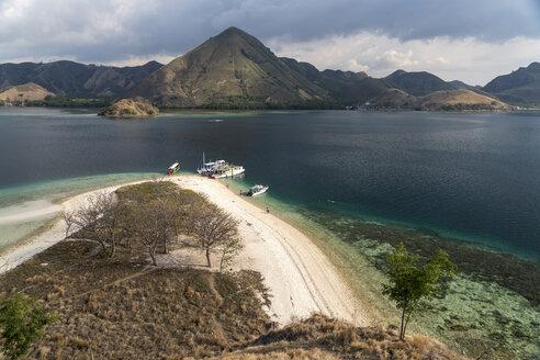 Indonesia, Nusa Tenggara, beach of Kelor Island on the edge of Komodo National Park - PCF000228