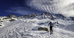 Italy, Gran Paradiso, skiing into the Chabod hut - ALRF000279