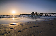 USA, Florida, beach and pier in Naples at sunset - STCF000127