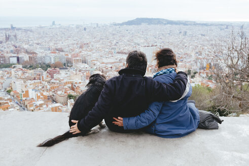 Spain, Barcelona, back view of couple with dog looking at view from Turo de la Rovira - GEMF000592