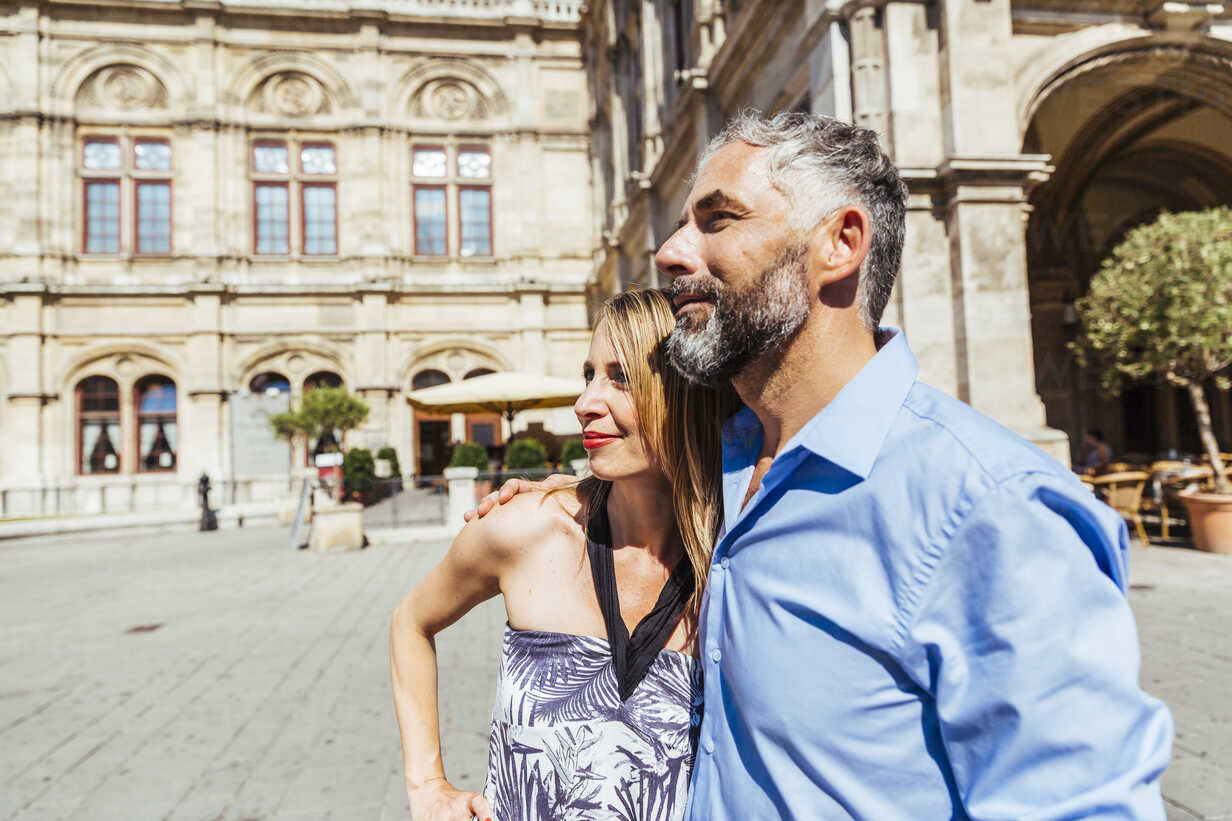 Austria, Vienna, smiling couple in front of state opera - AIF000164 - AustrianImages/Westend61