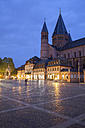 Germany, Rhineland-Palatinate, Mainz, Cathedral and market place in the evening - WIF003068