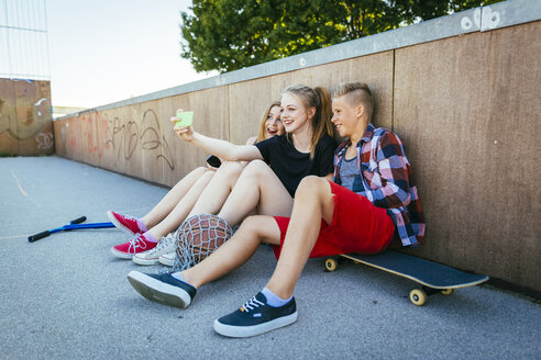 Three teenagers outdoors taking a selfie - AIF000174