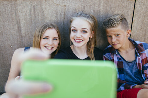 Three teenagers outdoors taking a selfie - AIF000177