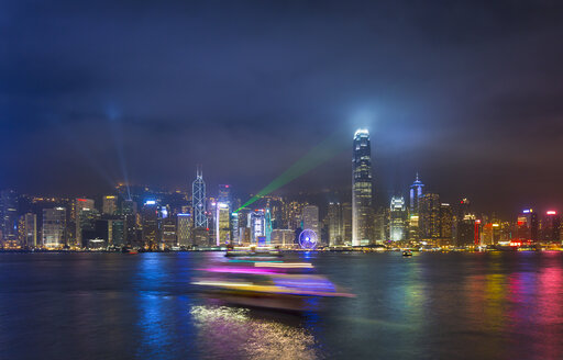 China, Hong Kong, Victoria Harbour at night - HSIF000401