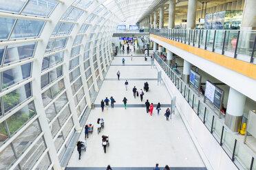 China, Hong Kong, Travellers at Hong Kong International Airport - HSI000404