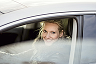 Woman in car smiling - CHPF000188