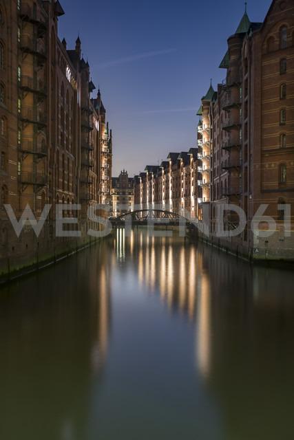 Germany, Hamburg, Wandrahmsfleet in the historic warehouse district in the evening, Speicherstadt - NKF000427