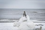 Germany, Mecklenburg-Western Pomerania, Ruegen, Baltic Sea, Frozen breakwater in winter - ASCF000452