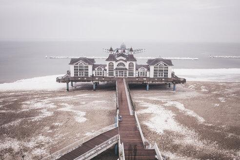 Germany, Mecklenburg-Western Pomerania, Ruegen, view to Sellin Pier in winter - ASCF000455