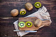 Chopped kiwi on chopping board - SARF002430