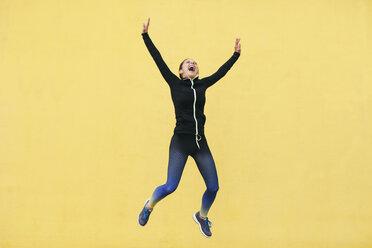 Spain, Barcelona, female jogger jumping - EBSF001223