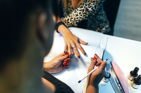 Nail grooming in beauty salon - MGOF001231