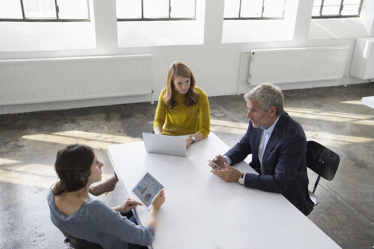 Businessman and two women in conference room having a meeting - RBF004043 - Rainer Berg/Westend61