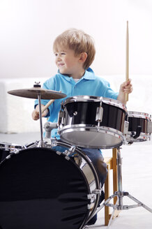 Smiling little boy playing drums - GUFF000227