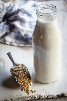 Glass bottle of homemade oat milk - EVGF002670