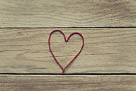 Heart shaped of red thread on wood - JPF000099