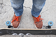 Feet and legs of boy with skateboard - SIPF000045