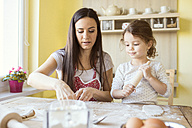 Portrait of mother and her little daughter baking together - HAPF000145