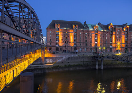 Germany, Hamburg, Old Warehouse District at night - KRPF001702