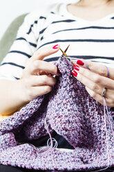 Woman knitting - FLF001249