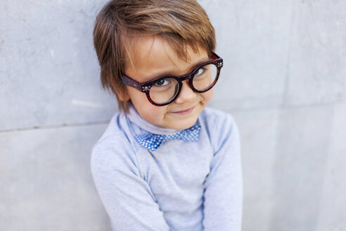 Portrait of smiling little boy wearing oversized spectacles - VABF000055
