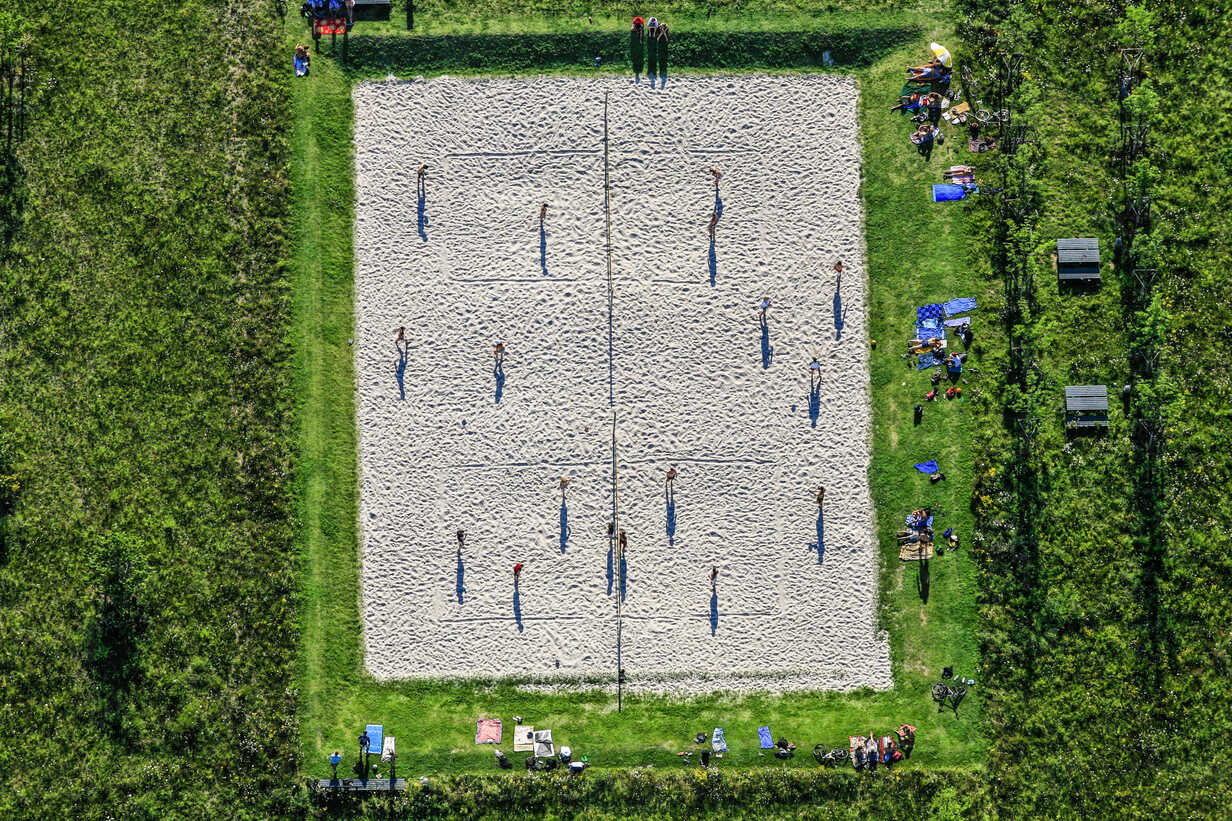Aerial view of beach volleyball court - KLE000031 - Klaus Leidorf/Westend61
