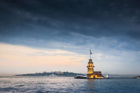 Turkey, Istanbul, view to lighted Maiden's Tower - MDIF000029