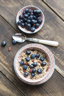 Bowl of blueberry muesli with wolfberries - SARF002476