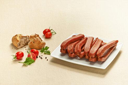 Landjaeger, pork sausages on plate - DIKF000183