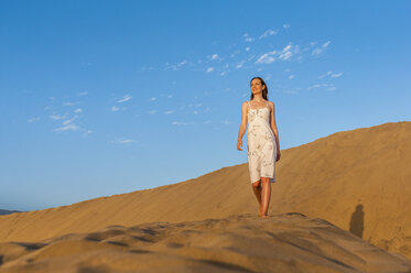 Woman walking on dune - DIGF000021