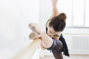 Dancer practicing at the barre - MRAF000012